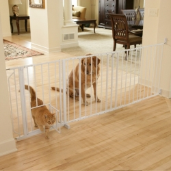 Carlson Maxi Walk Thru Gate with Pet Door Image