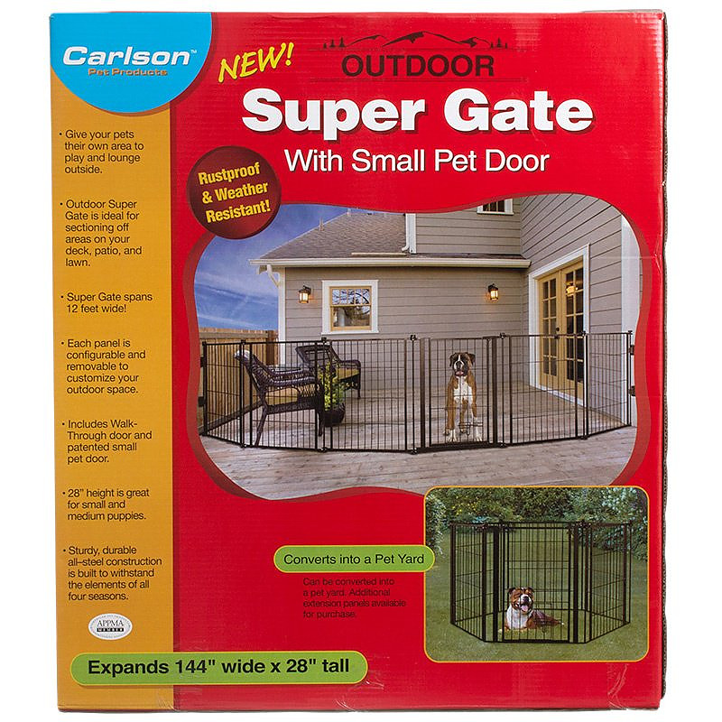 Carlson Outdoor Super Gate With Pet Door Alternate Img 1
