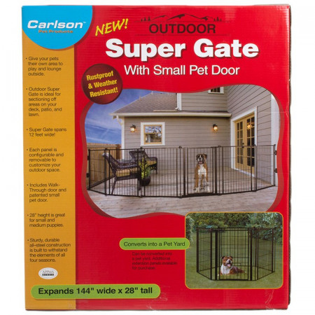 Carlson Outdoor Super Gate With Pet Door
