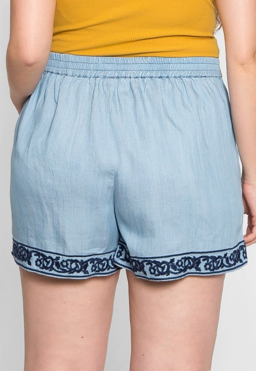 Plus Size Embroidered Shorts alternate img #2