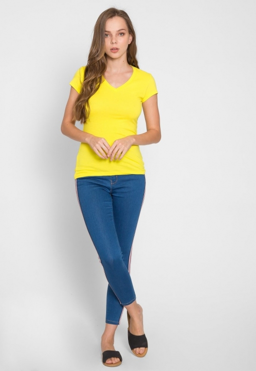 Chill V-Neck Basic Tee in Yellow alternate img #4