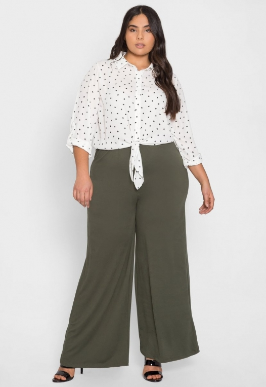 Plus Size Hearts Button Up Shirt in White alternate img #4