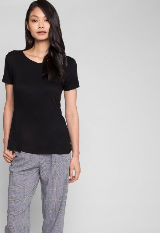 Easy Days V-Neck Plain T-Shirt in Black alternate img #5