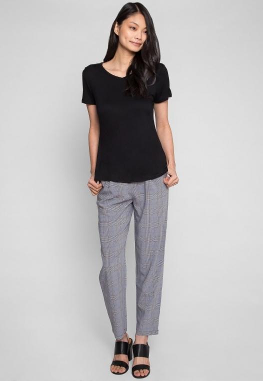 Easy Days V-Neck Plain T-Shirt in Black alternate img #4
