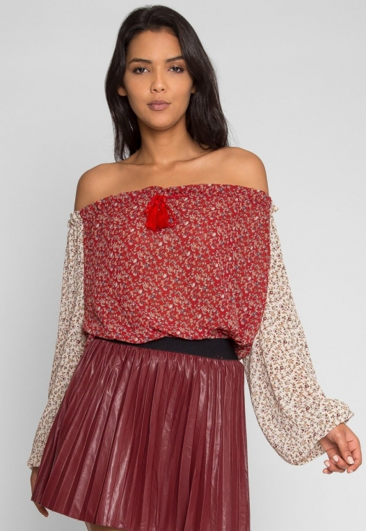 Pembrooke Floral Top in Red alternate img #2